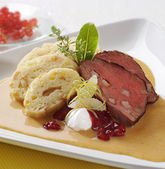 Sirloin of beef with cream sauce and dumplings — Stock Photo