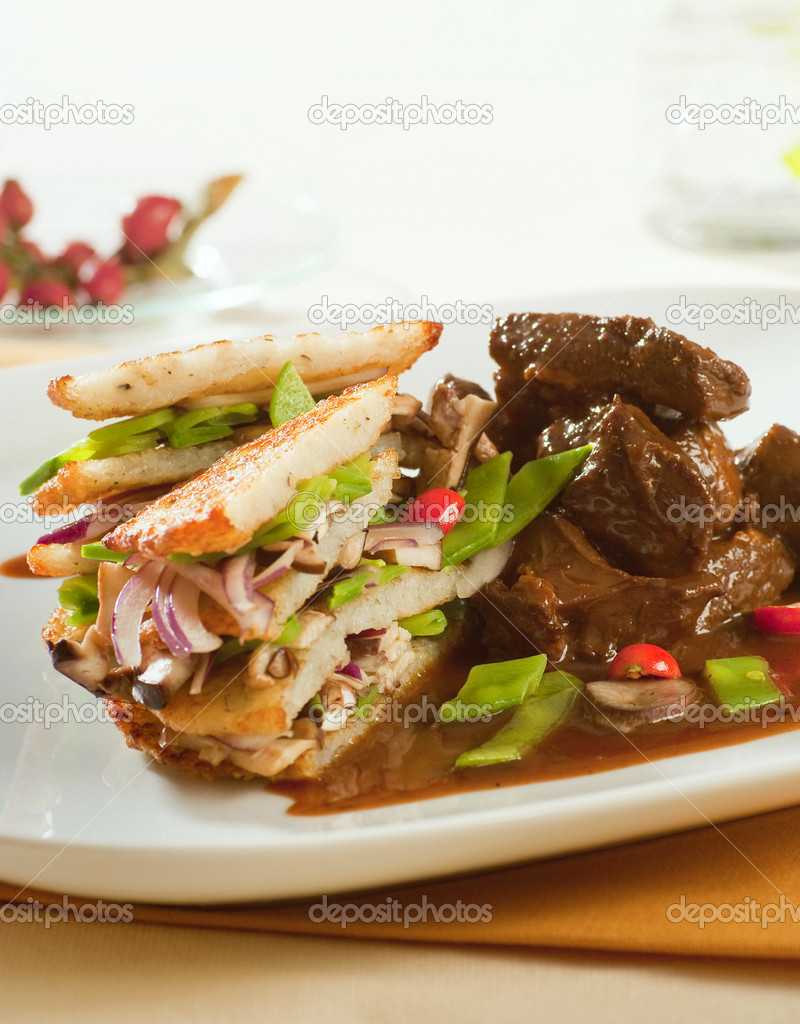 Venison with potato pancakes and vegetable — Stock Photo #3896285