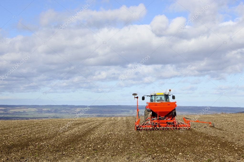 Tractor at work sowing spring barley on a hill in the yorkshire wolds england in march — Stock Photo #2773304