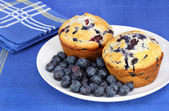 Delicious blueberry muffins and berries — Stock Photo