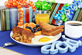 Delicious breakfast for a special dad. — Stock Photo