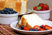 Angel food cake with fruit — Stock Photo
