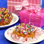 Geburtstag-Partei-Donut — Stockfoto