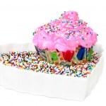 きれいなピンクのハートの皿のカップケーキ — ストック写真 #2845123