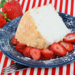 Angel Food Cake and Strawberries — Stock Photo