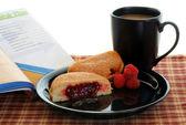 Lettura di colazione — Foto Stock