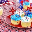 Foto Stock: July 4th cupcakes and decorations.