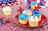 July 4th cupcakes and decorations. — Stock Photo