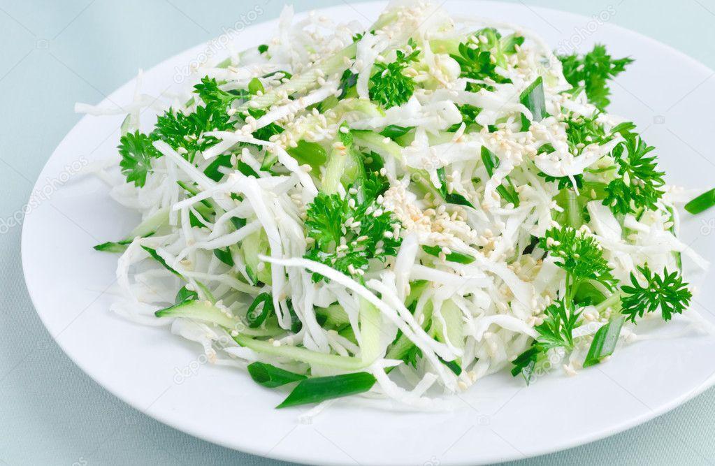 Салаты из белокочанной капусты и колбасы фото