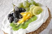 新鮮なフルーツのケーキ — ストック写真