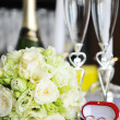 Candles and wedding  bouquet — Stockfoto