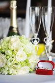 świece i bukiet ślubny — Zdjęcie stockowe