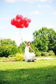 Braut mit Ballons — Stockfoto