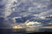 Dramatic cloudscape over sea — Stock Photo
