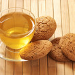 Green tea and oatmeal cookies — Stock Photo