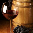 Red wine, grape and barrel — Stok fotoğraf