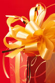 Red/gold gift — Stock Photo