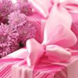 Pink gifts and chryzanthemiums — Stock Photo