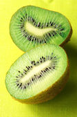 Two kiwi — Stock Photo
