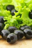 černé olivy a zelené — Stock fotografie