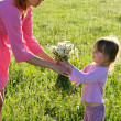 Mother and daughter with flowers - Stockfoto