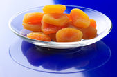 Dried apricots on plate — 图库照片