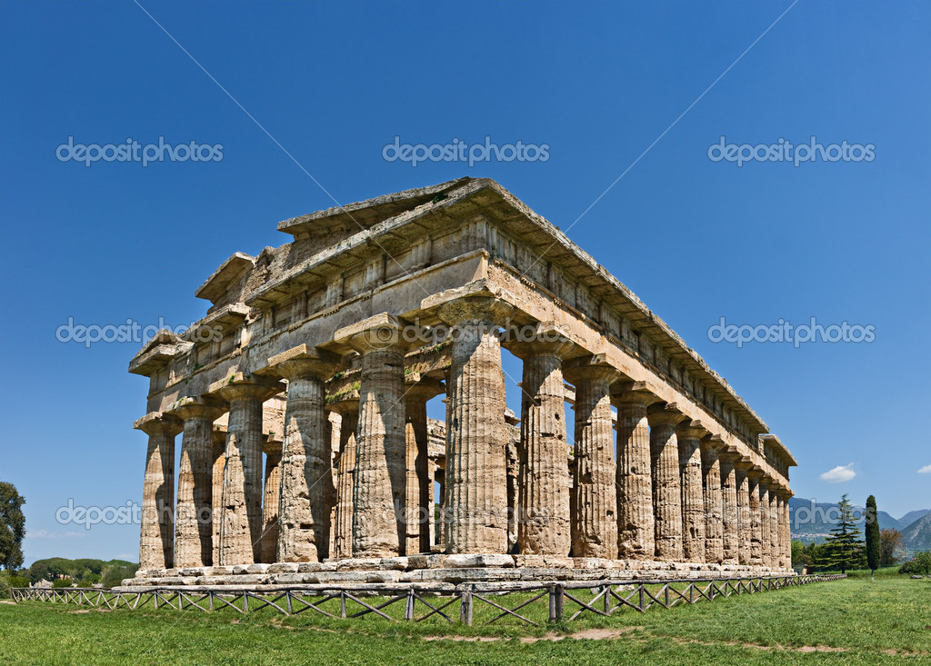 Well preserved huge Temple of Athena in Paestum, Italy — Stock Photo #2708184