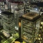 Tokyo wolkenkrabbers nachts — Stockfoto