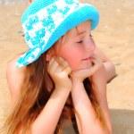 在海滩上的小女孩 — 图库照片 #3455776