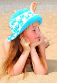 The little girl on the beach — Stock Photo