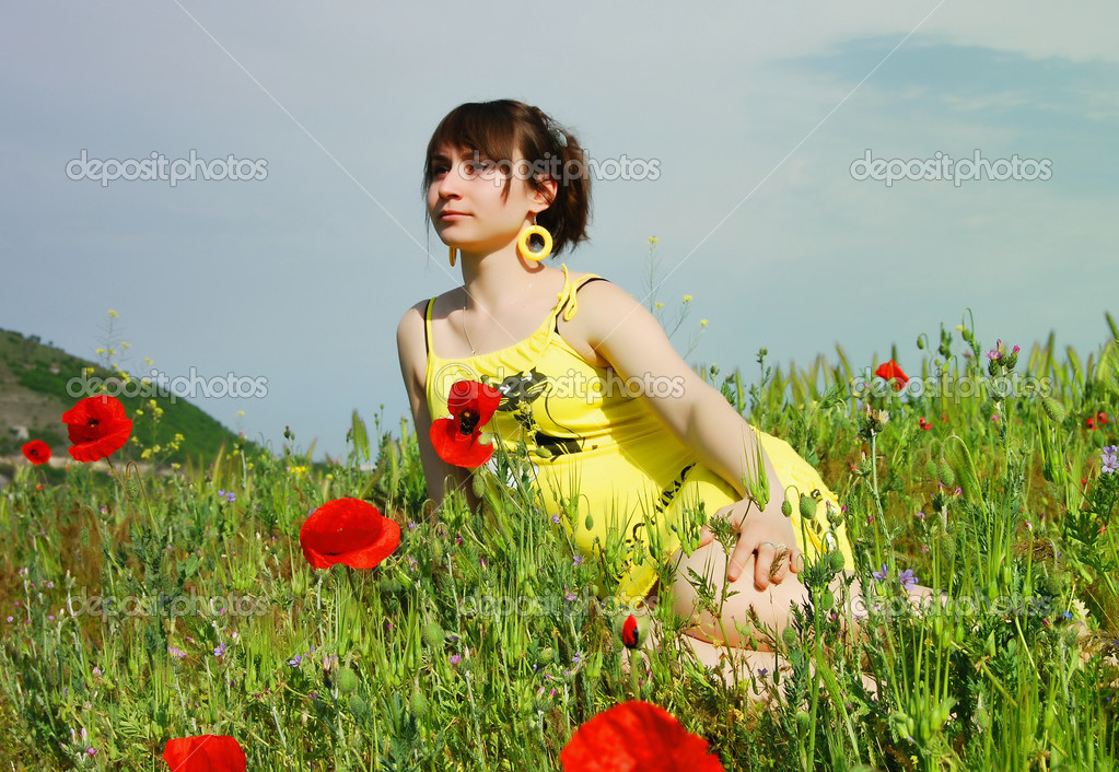 A beautiful girl in the flowers — Stock Photo #3577281
