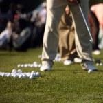 cara corri praticando golfe na condução — Foto Stock