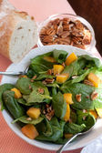 Spinach Salad with Pecans, Peaches and F — Stock Photo