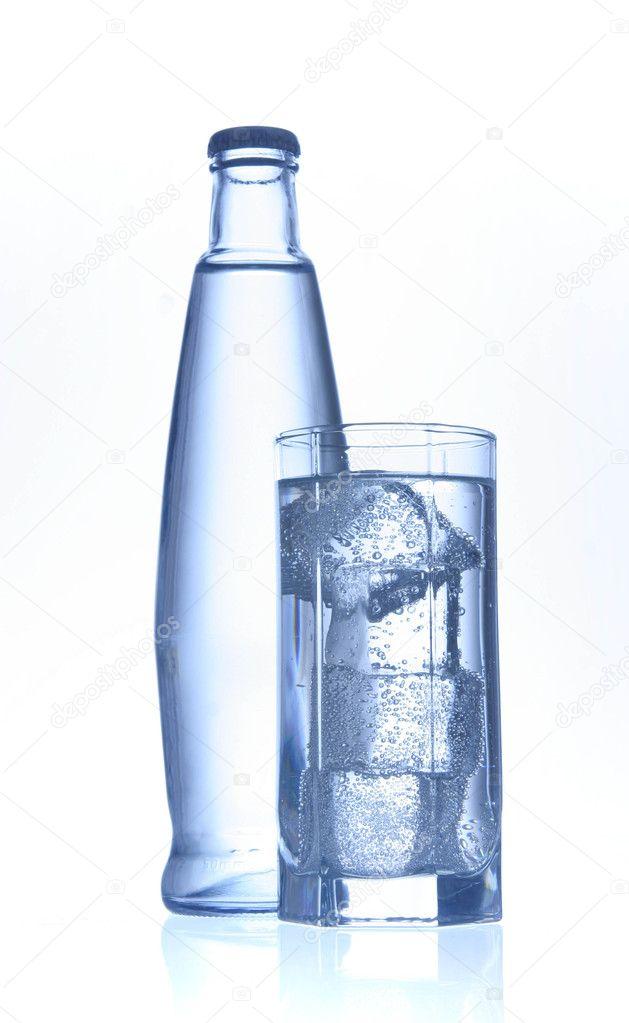 mineralwasser flasche und glas stockfoto denismart 2833887. Black Bedroom Furniture Sets. Home Design Ideas