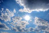 Bulut gökyüzünde güneş — Stok fotoğraf
