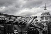 Millenium bridge st paul cathedral — Stock Photo