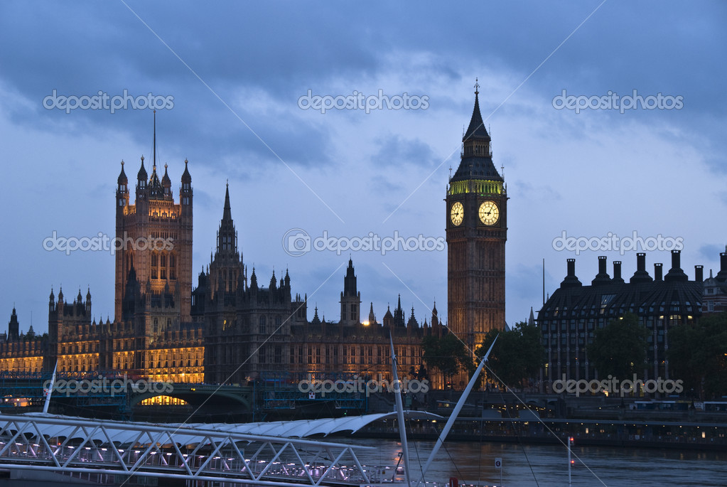 The big ben tower in London, United Kingdom, illuminated — Stock Photo #3633285