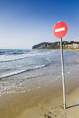 One way sign on the beach — Stock Photo
