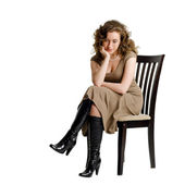 A sad young woman sitting on a chair — Stockfoto