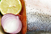 Salmon with lemon and onion — Stock Photo