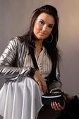 Retrato de mujer con chaqueta eléctrica — Foto de Stock