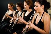 Rendimiento clarinetistas hermosa — Foto de Stock