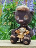 Teddy-bear Mocca with girlfriend — Stock Photo