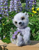 Teddy-bear Chupa among flowers — Stock Photo