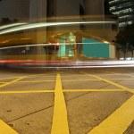 szybko ruchu autobusów w nocy — Zdjęcie stockowe