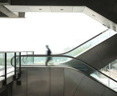 Business man move on escalator — Foto Stock