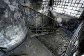 Ausgebrannt-gebäude, treppe — Stockfoto