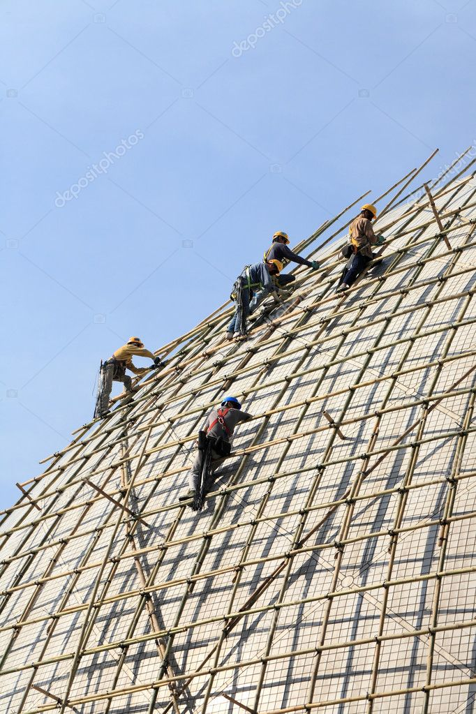 Building a scaffold with bamboo in Hong Kong — Stock Photo #2784607