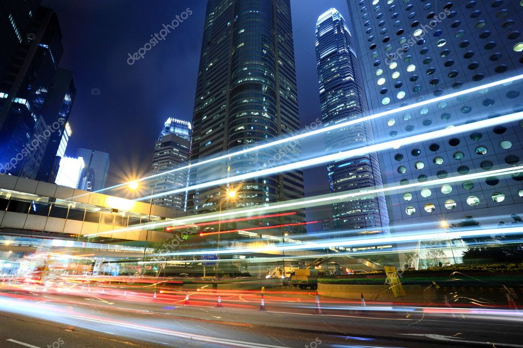Skyscraper with cars motion blurred in Hong Kong — Lizenzfreies Foto #2785580