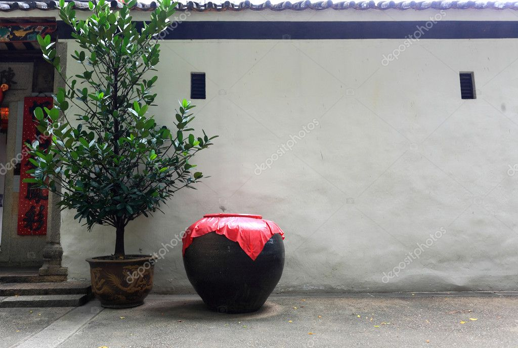 Asian style ceramic pot in front of the white wall — Stock Photo #2785620